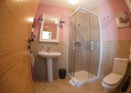 Cuarto de baño casa rural cómoda