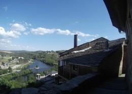 Puebla de Sanabria y el río Tera