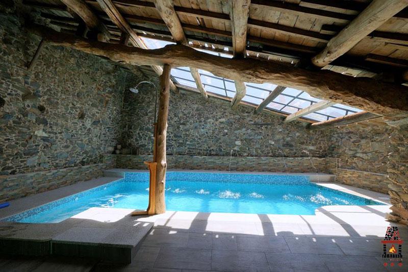 Casas con piscina interior casa con piscina integrada esta maravillosa piscina est dentro de - Casa rural piscina interior ...