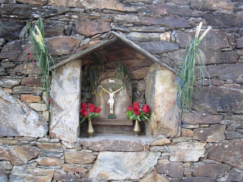 Pequeño Cristo en la calle (Guadramil).