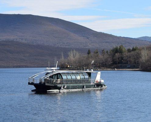 catamaran lago de sanabria